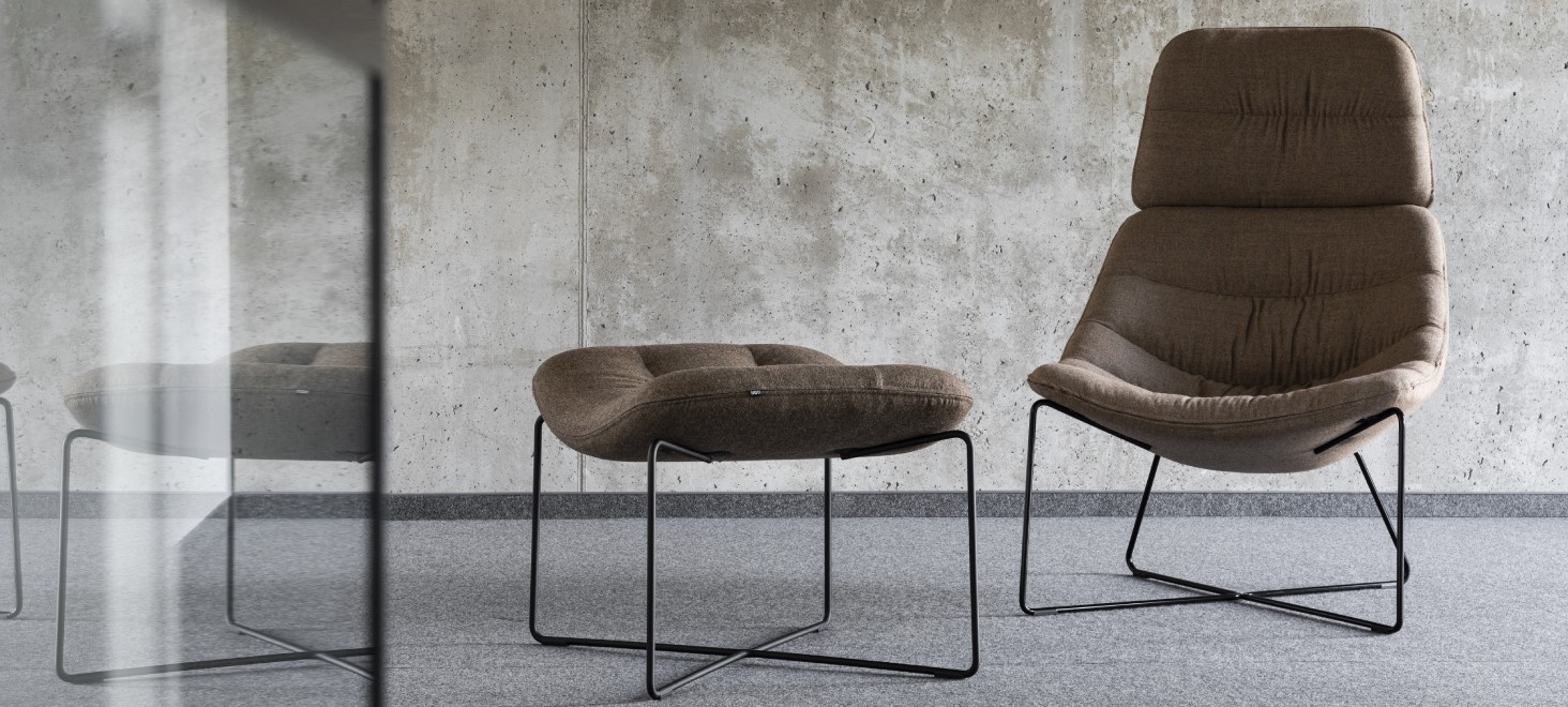 mishell soft armchair footrest1
